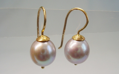CULTURED PEARL EARRINGS 14 CARAT YELLOW GOLD.