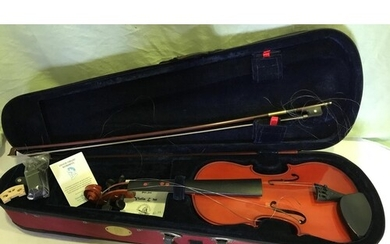 QUALITY STENTOR VIOLIN, SIZE STUDENT 2 AND CASE, BOW NEEDS...