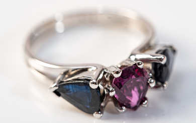 Ring, 750 white gold, sapphires, ruby.
