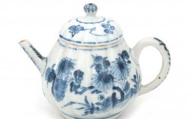 A blue and white Chinese porcelain lobed, pear-shaped teapot, Kangxi, 18th century.