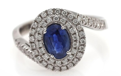 A sapphire and diamond ring set with a sapphire weighing app. 1.05 ct. encircled by diamonds, mounted in 18k white gold. Size 53. – Bruun Rasmussen Auctioneers of Fine Art