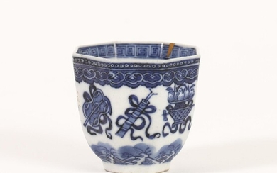 Chinese Blue and White Octagonal Cup with Buddhist Emblems, Qianlong Mark, Qing Dynasty A9WB