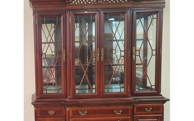 Fine quality 20thC 2-part Georgian styled display cabinet, t...