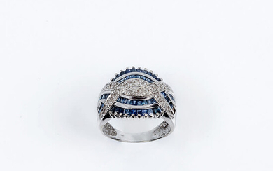 White gold ring with openwork design in wavy and...