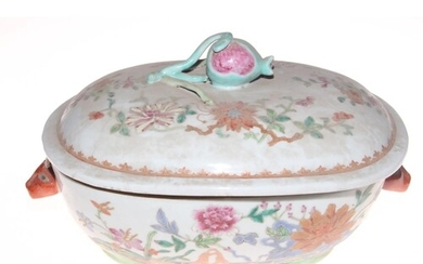 Chinese export polychrome tureen and cover, 32cm across.