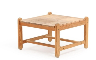 NOT SOLD. Peter Ole Schiønning: A square pine coffee table. Manufactured by N. Eilersen. H. 45. L./W. 69.5 cm. – Bruun Rasmussen Auctioneers of Fine Art