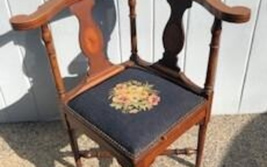 Queen Anne Style Upholstered Corner Chair