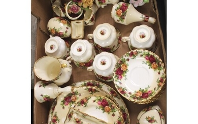 A Royal Albert Old Country Roses 20pc tea set: (1st in quali...