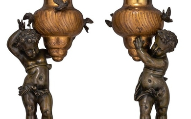 A pair of bronze putti carrying an urn-shaped vase, H 25 - 27 cm