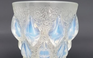 René Lalique - 'Rampillon' vase in pressed and molded glass - Blue-Gray opalescent cabochons