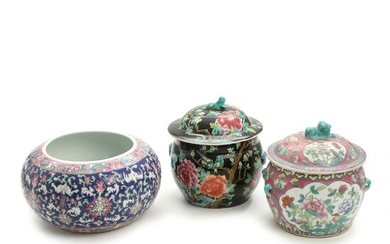 NOT SOLD. Two 20th century Chinese porcelain jars with covers and a bowl, decorated in enamel colours. H. 15-22 cm. (3) – Bruun Rasmussen Auctioneers of Fine Art