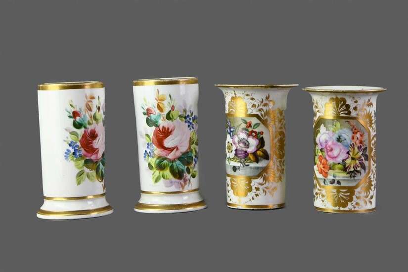 A PAIR OF EARLY 19TH CENTURY DERBY PORCELAIN SPILL VASES, ALONG WITH ANOTHER PAIR