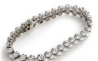 A diamond bracelet set with numerous brilliant and baguette-cut diamonds weighing a total of 18.00 ct. , mounted in platinum and 18k white gold. E-G/VVS-VS. – Bruun Rasmussen Auctioneers of Fine Art