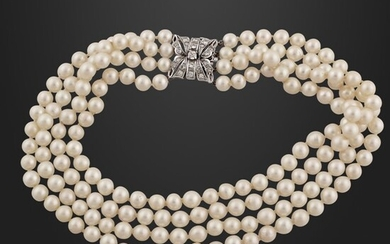 CULTURED PEARL NECKLACE WITH DIAMOND AND GOLD CLASP