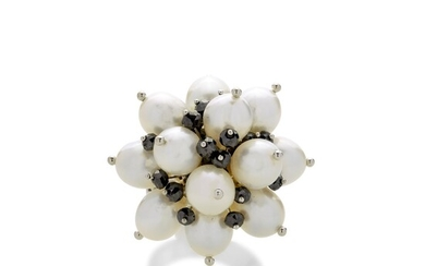 Ring in white gold, cultured pearls and black diamonds