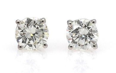 NOT SOLD. A pair of diamond ear studs each set with a diamond weighing a total of app. 0.93 ct., mounted in 18k rhodium plated gold. Top Cape/VVS-VS. (2) – Bruun Rasmussen Auctioneers of Fine Art