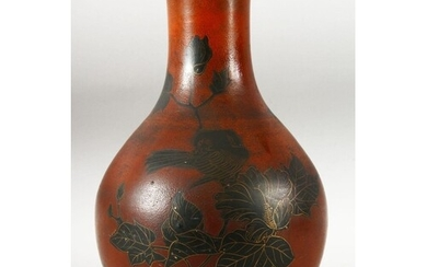 AN UNUSUAL JAPANESE LACQUERED PORCELAIN VASE, the body with ...