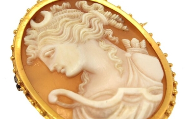 (-), Oval cameo pendant in gold frame, 4x3...