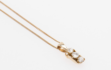 PENDANT WITH DIAMONDS AND CHAIN.