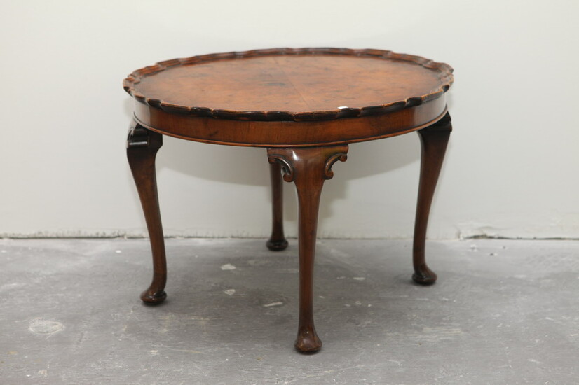 QUEEN ANNE/CHIPPENDALE STYLE MAHOGANY-FINISH FRUITWOOD LOW TABLE. Molded piecrust top;...