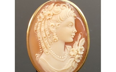 18ct gold framed carved Italian shell cameo pendant brooch: ...