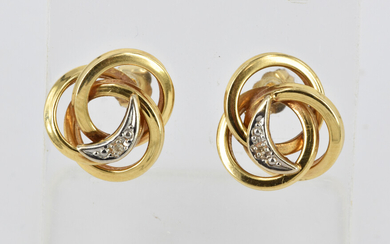 A PAIR OF 9CT GOLD AND DIAMOND STUD EARRINGS