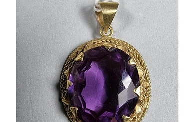 A gold mounted synthetic Alexandrite pendant, 9.4 gm