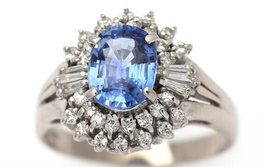 A sapphire and diamond ring set with a sapphire weighing app. 1.60 ct. encircled by numerous diamonds, mounted in platinum. Size 53. – Bruun Rasmussen Auctioneers of Fine Art