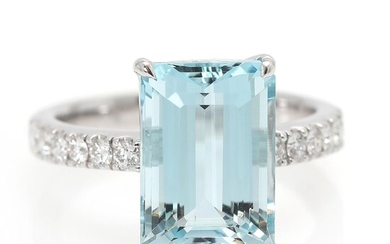 An aquamarine and diamond ring set with an aquamarine weighing app. 5.48 ct. and diamonds, mounted in 18k white gold. Size 53. – Bruun Rasmussen Auctioneers of Fine Art