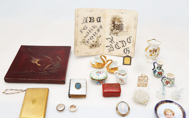 Several miniatures and showcase objects.