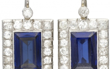 14K. White gold Art Deco earrings set with approx. 2.10 ct. diamond and approx. 8.96...