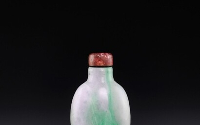 A LAVENDER AND EMERALD-GREEN JADEITE SNUFF BOTTLE, QING DYNASTY