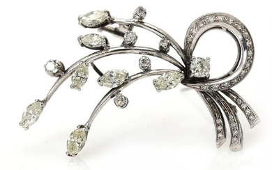 A diamond brooch set with numerous baguette and sinle-cut diamonds weighing a total of app. 1.50 ct., mounted in 18k white gold. L. app. 5 cm. – Bruun Rasmussen Auctioneers of Fine Art