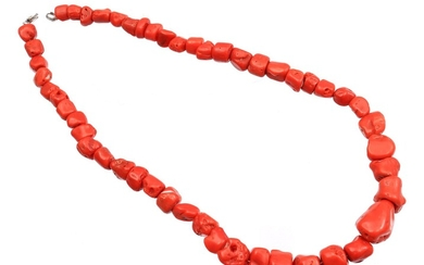 (-), Necklace made of red coral, 47 cm...