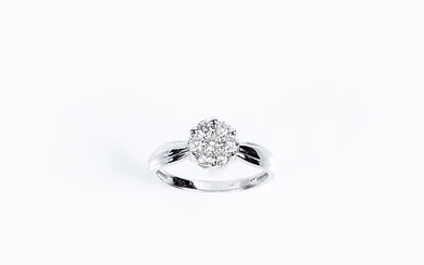 Ring in white gold with a rosette center of...