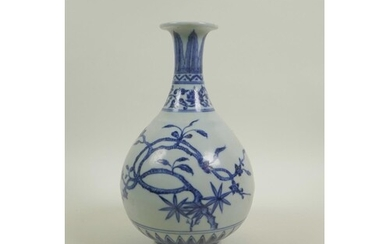 A Chinese blue and white porcelain pear shaped vase decorate...