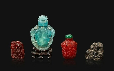 A group of two Chinese snuff bottles and a seal
