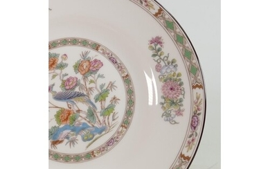 A collection of Wedgwood Kutani Crane dinner ware: Comprisin...