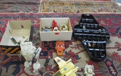 A collection of Star Wars figures, machinery and accessories...